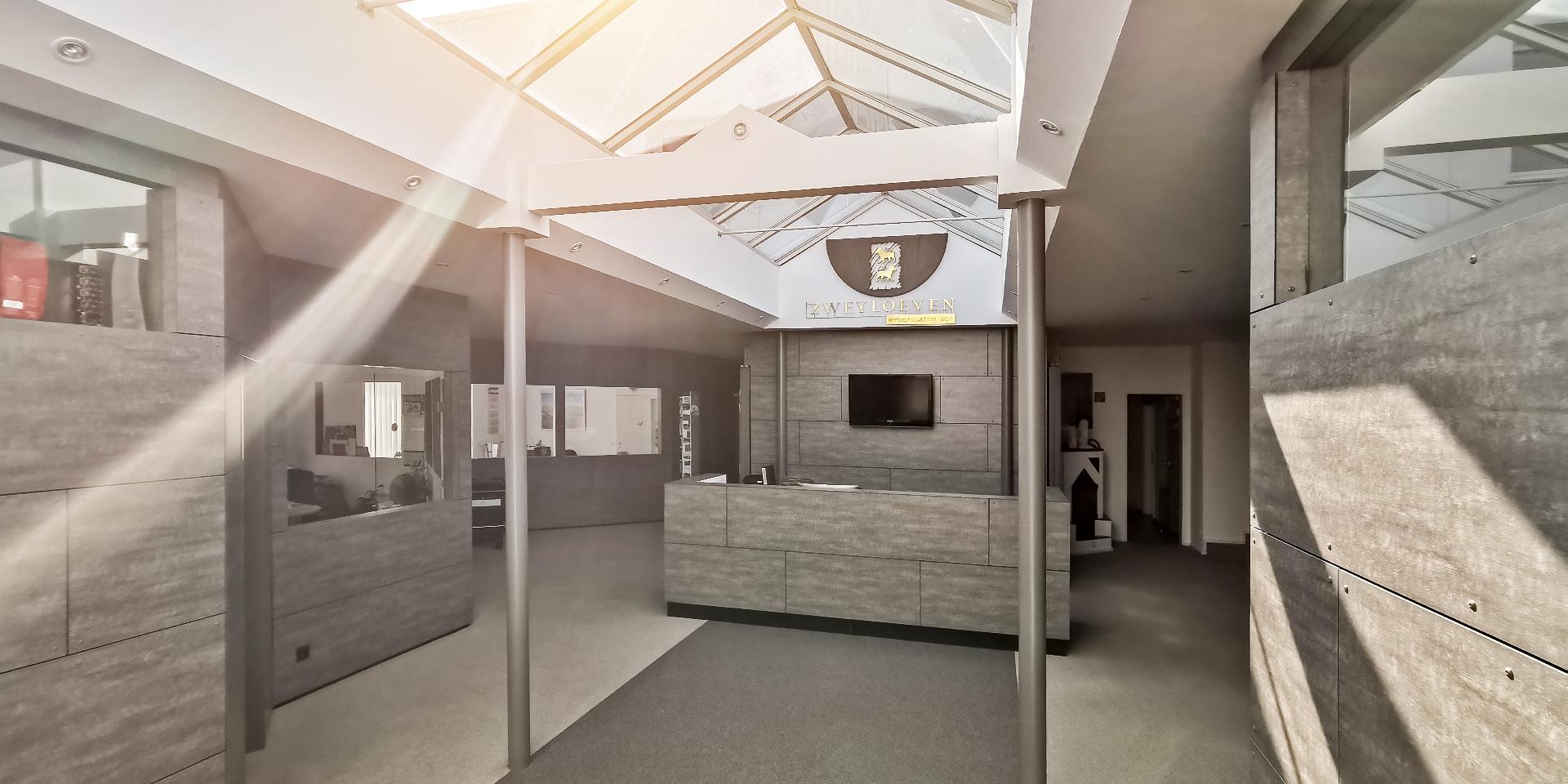 Bürogebäude - Empfang - Zweyloeven GmbH
