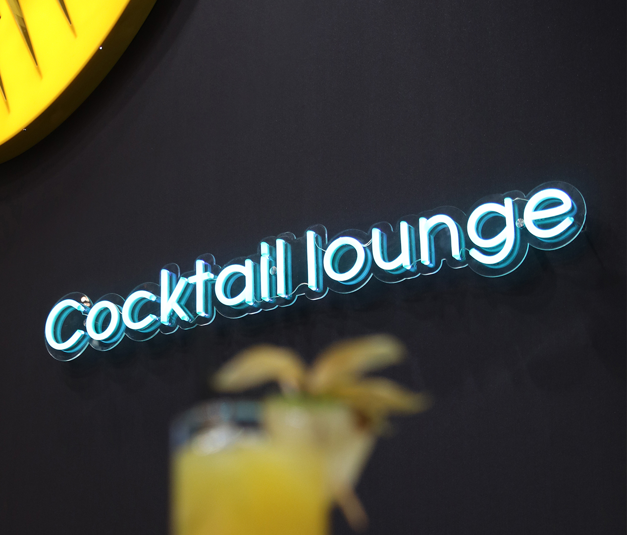 Cocktail Lounge Flexi Neon - Zweyloeven Werbeproduktion GmbH