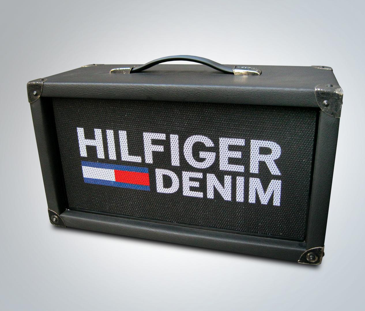 Brandplate Hilfiger Denim - Zweyloeven Werbeproduktion GmbH